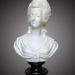 Manufacture de Sèvres, buste de Marie-Antoinette, biscuit et porcelaine peinte et dorée, 30 cm x 18,5 cm, daté 1875.
