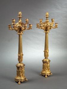 Paire de grands candélabres Charles X en bronze doré et à mécanisme Carcel, bronze ciselé et doré, 94 cm (hauteur), Paris, Charles X, ca 1830.