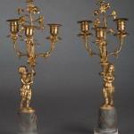 Paire de candélabres Louis XVI à trois lumières, bronze ciselé et doré, marbres blanc de Carrare et bleu turquin, 42 cm (hauteur), Paris, ca 1785-1790.
