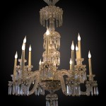 Cristallerie de Baccarat : lustre à douze lumières, cristal moulé et taillé, 110 cm (hauteur) x 80 cm (diamètre), première moitié du XXe siècle.