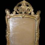 Miroir provençal de style Louis XV, bois sculpté et doré, 65 cm x 40 cm, XIXe siècle.