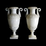 Paire de vases à l'antique en albâtre, vers 1830