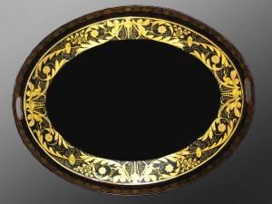 Grand plateau de service Empire, tôle laquée noire à décor à l'or, 56,5 (hauteur), 72,5 cm (largeur), France ou Allemagne, ca 1815.