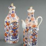 Théière et bouteille à eau chaude en paire, porcelaine à décor polychrome et or, 19 cm (hauteur), Chine, époque Yongzheng, ca 1722-1735.