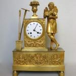 """Pendule Restauration à l' """"Amour jardinier"""", bronze ciselé et doré, 36 (hauteur) x 24 (largeur) x 9 cm (profondeur), Paris, ca 1820."""