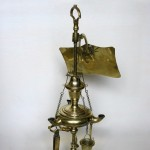 Lampe à huile de type florentin, laiton, 37 (hauteur) x 15 cm (diamètre de la base du pied), Italie, ca 1700.